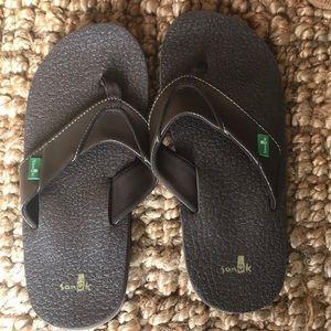 Sanuk cozy flip flops